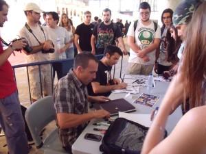 Padilla y Espin atendiendo a los fans