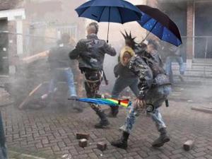 Quizás es que no saben para qué vale un paraguas. ¡Abajo la lluvia!