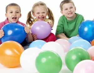 La sonrisa falsa y forzada del niño de la derecha le delata. Él también es alérgico.
